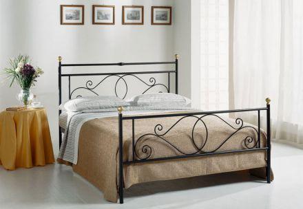 Кровать из кованого металла