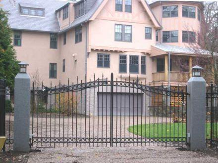 Кованые ворота в коттеджный посёлок