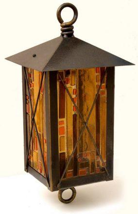 Кованый фонарь со стеклами фьюзинг