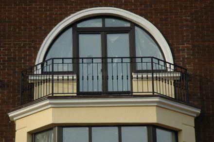 балкон с поковками