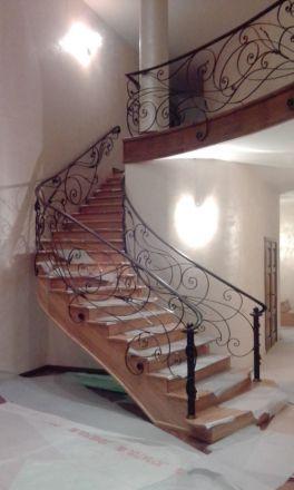 Стильные кованые перила на лестницу