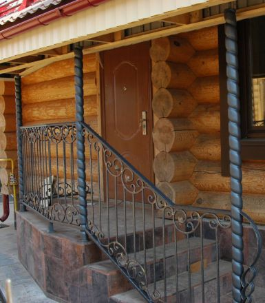Кованые перила для крыльца частного дома. Конаково