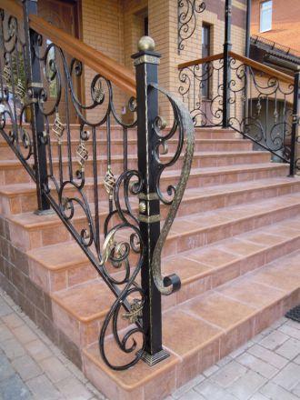 Столб начальный кованый для лестниц