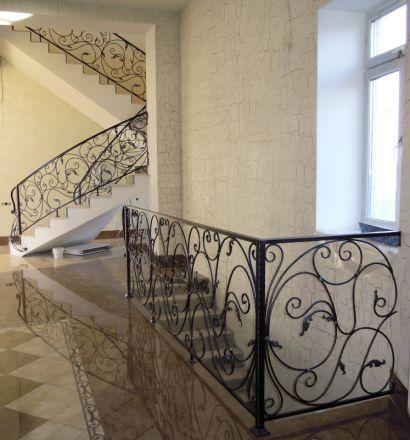 Лестницы из кованого металла