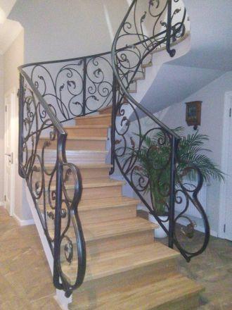 Кованое приглашение для лестницы с рельефным поручнем