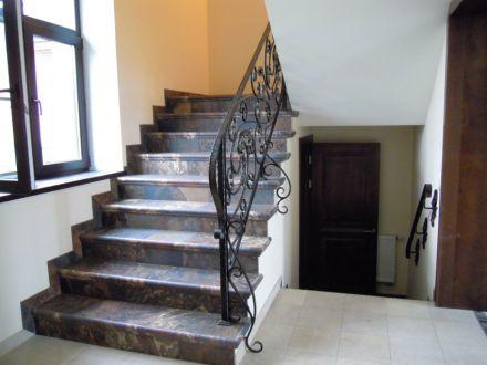 Кованые перела на лестнице