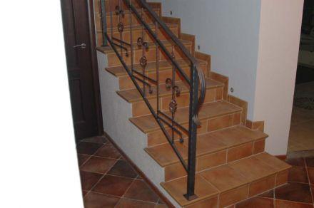 Кованые перила для лестницы в доме фотографии