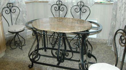 Кованый кухонный стол со стульями