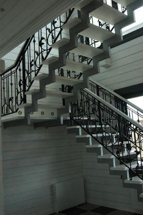 металлическая лестница с кованым ограждением