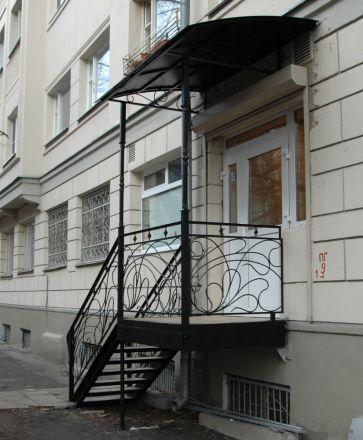 Козырек над лестницей, Москва, Салон красоты