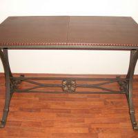 Кованый стол, обтянутый кожей