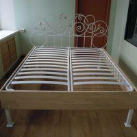 Кровать с кованой спинкой
