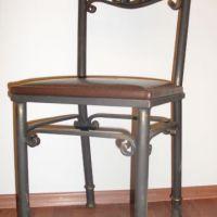 Кованый стул, обтянутый кожей