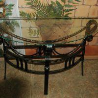 Кованый прикроватный столик