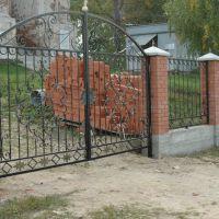 Кованые ворота с забором