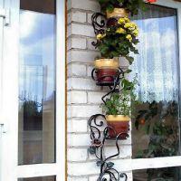 Уличные кованые цветочницы
