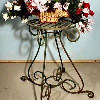 Кованая цветочница для дома