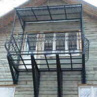 балкон с ограждениями