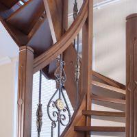 Кованые балясины для деревянной лестницы