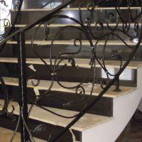 Кованые элементы лестниц фото