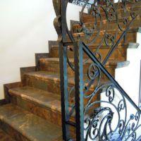 Кованые элементы в перилах для лестниц