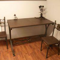 Кованые стол и стулья