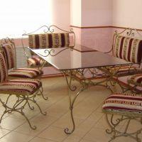 Стол обеденный кованый