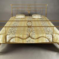 Кованая золотистая кровать