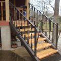 Деревянная лестница на металлокаркасе